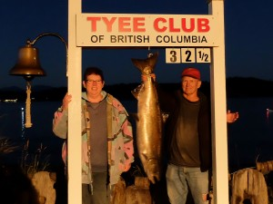 paula-davies-32-5-lb-tyee-on-a-plug-rowed-by-ross-spiers-sep-13th-2016-810-pm-arch
